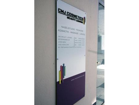 3D-Logo mehrfarbig nach RAL lackiert und auf Dibondplatte montiert